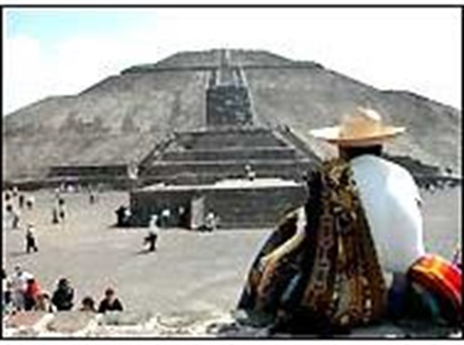2 bin yıllık piramidin dibine hiper-kondu